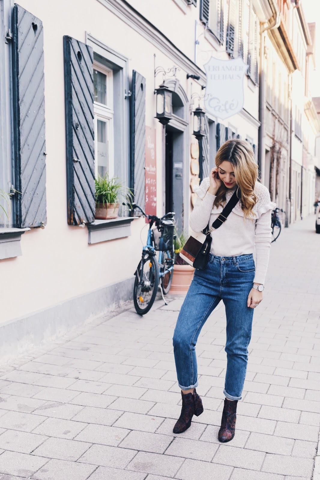 Want Get Repeat Blog Mom Jeans Outfit