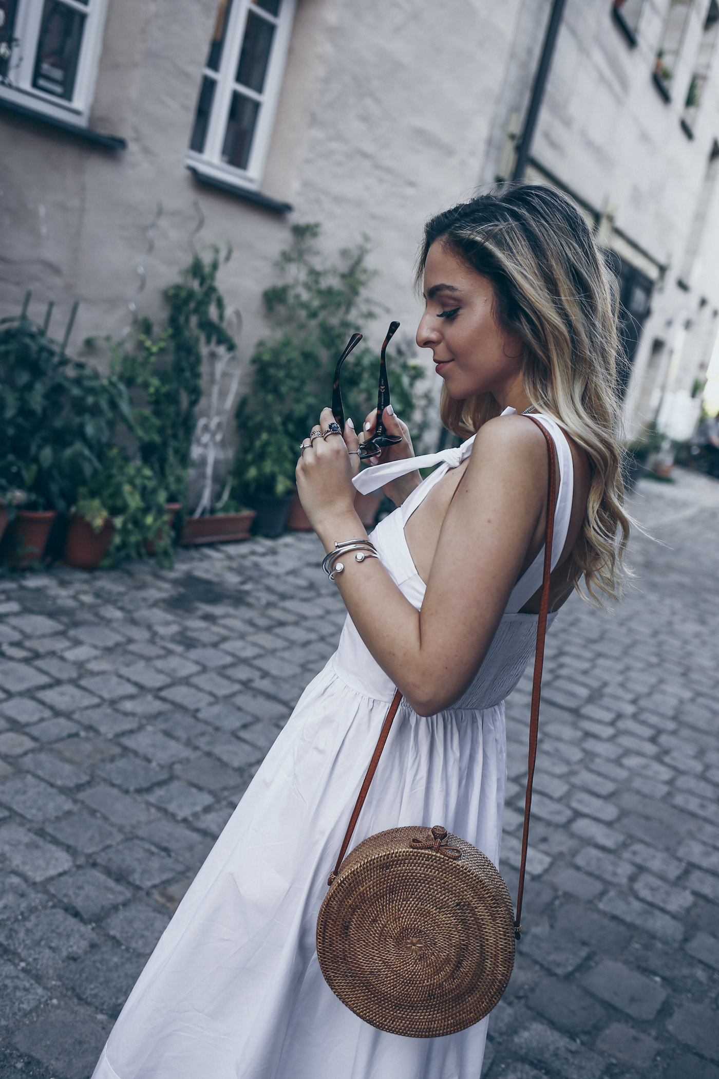 Hermes Oran Sandals Street Style Outfit Summer Casual Minimal Chic Fashion All White | Want Get Repeat Blog Erlangen Nürnberg Fashion Blogger