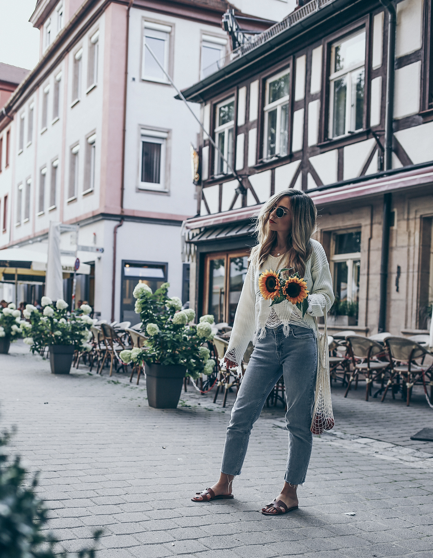 Hermes-Oran-Sandals-Outfit-Net-Bag-Summer-Trend-2017-Street