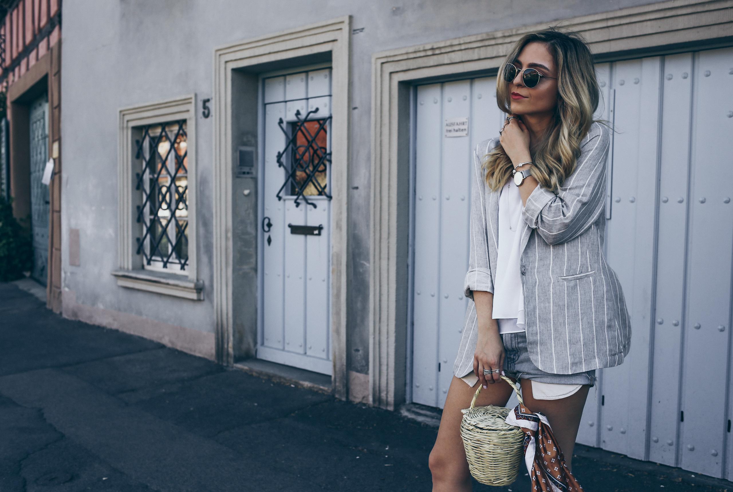 Grey Blazer Women Outfit for Summer 2017 Levi's Vintage Denim Shorts   Want Get Repeat Fashion Blog Modeblog Nürnberg Erlangen