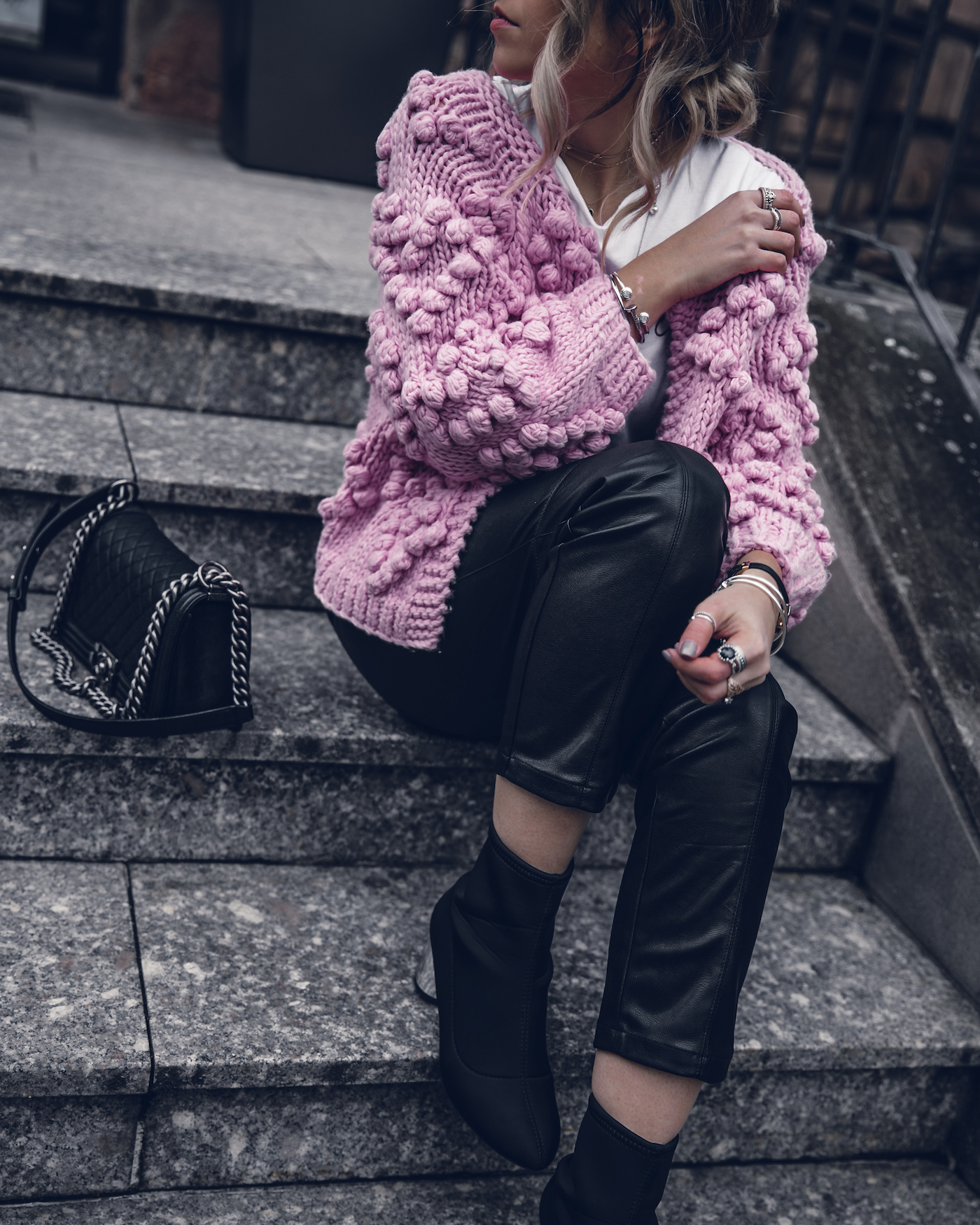 Mixing Textures Winter Street Style 2017 Blog Outfit | Want Get Repeat Fashion Blog Erlangen Mode