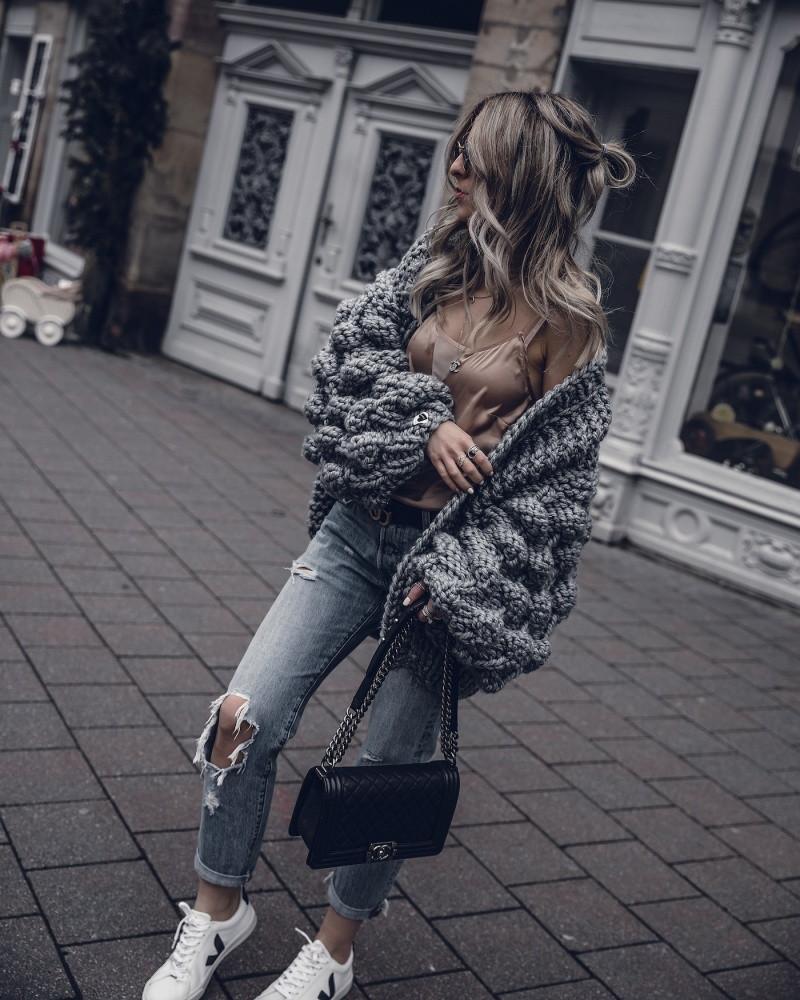 6a67a224cf43 Winter-Cardigan-Outfit-Oversized-Grey-Mumshandmade-Fashion-Blog- WantGetRepeat-02